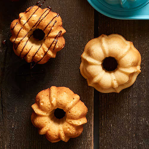 Play Mini Classic Vanilla Bundt Cakes Video